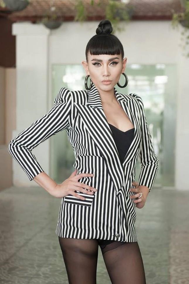 """BLACKPINK biến áo thành váy được khen tới tấp, Hương Giang thì chỉ thấy nguy cơ """"lộ hàng"""" ảnh 4"""