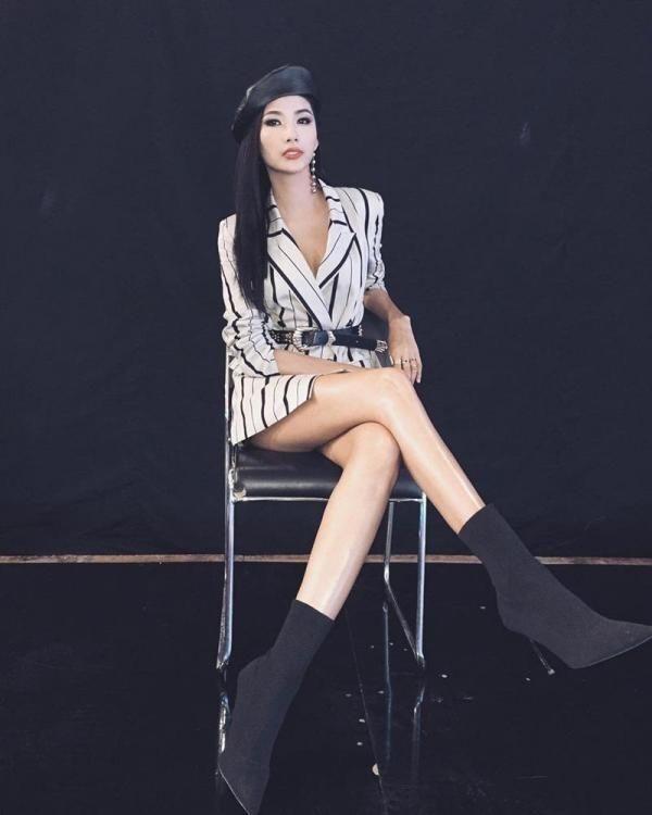 """BLACKPINK biến áo thành váy được khen tới tấp, Hương Giang thì chỉ thấy nguy cơ """"lộ hàng"""" ảnh 6"""