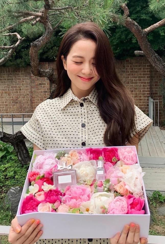 """Khi hai """"nàng thơ Dior"""" Hàn - Trung đối đầu: Sang chảnh hay ngọt ngào sẽ thắng thế? ảnh 2"""