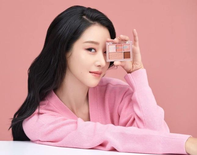 Đụng hàng váy Chanel với Seo Ye Ji nhưng Tăng Thanh Hà lại tỏa sáng theo cách rất riêng ảnh 1