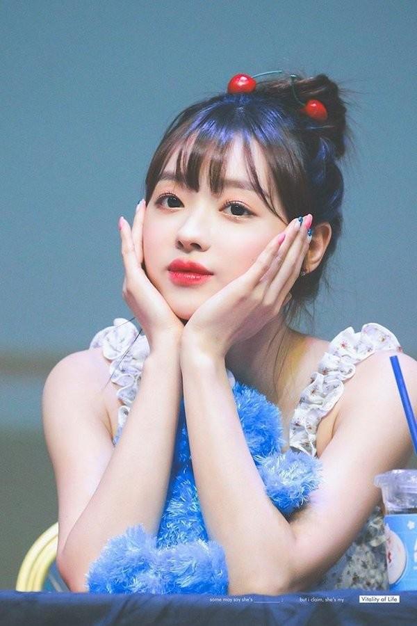 YooA (Oh My Girl) xinh đẹp cỡ nào mà được người Hàn quan tâm hơn cả Jennie (BLACKPINK)? ảnh 6