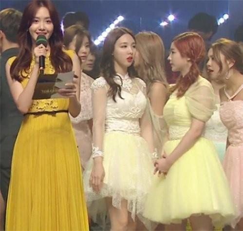 Đẹp lấn át hàng loạt idol đàn em nhưng Yoona vẫn phải chịu lu mờ trước một người ảnh 2