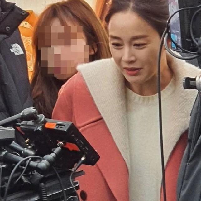 """Loạt ảnh này có gì lạ mà giúp Song Hye Kyo được khen """"vượt trội Kim Tae Hee, Son Ye Jin""""? ảnh 1"""