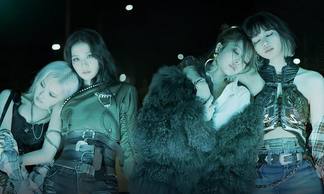 """Nhìn poster """"Lovesick Girls"""", bạn có nhận ra điểm bất thường về hình ảnh của Rosé? ảnh 3"""