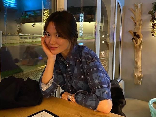 """Loạt ảnh này có gì lạ mà giúp Song Hye Kyo được khen """"vượt trội Kim Tae Hee, Son Ye Jin""""? ảnh 5"""