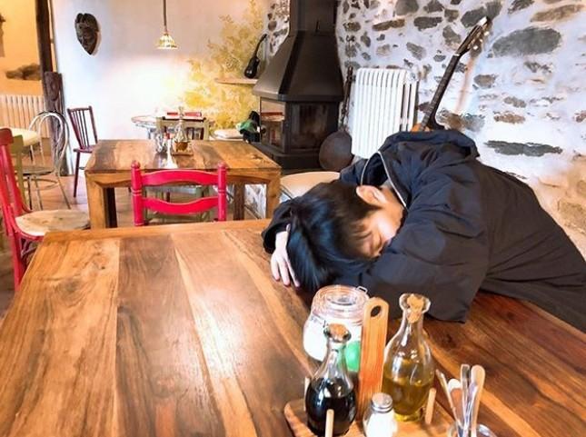 """Đăng toàn ảnh vừa xấu vừa nhòe mà Lee Min Ho thành """"ông hoàng mạng xã hội"""" là sao? ảnh 5"""
