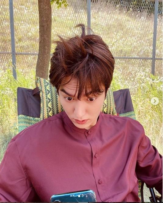 """Đăng toàn ảnh vừa xấu vừa nhòe mà Lee Min Ho thành """"ông hoàng mạng xã hội"""" là sao? ảnh 7"""