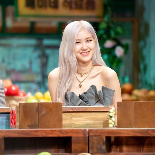 """Vừa mới chê stylist chọn đồ dìm dáng Rosé, netizen phải """"quay xe"""" vì màn phối đồ quá đỉnh ảnh 5"""