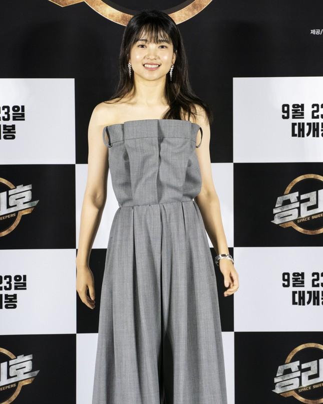 """Vừa mới chê stylist chọn đồ dìm dáng Rosé, netizen phải """"quay xe"""" vì màn phối đồ quá đỉnh ảnh 3"""
