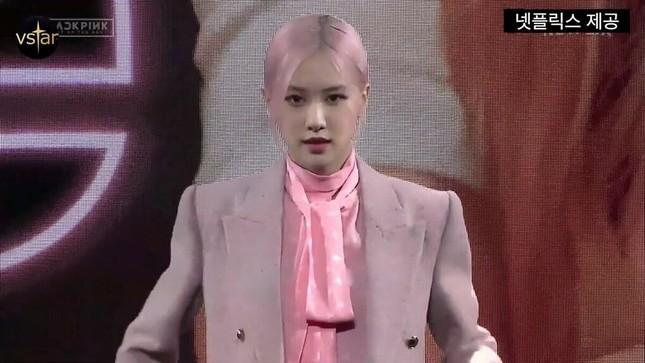Jisoo (BLACKPINK) vốn giấu nhược điểm rất khéo mà lần này lại chọn trang phục sai quá sai ảnh 3