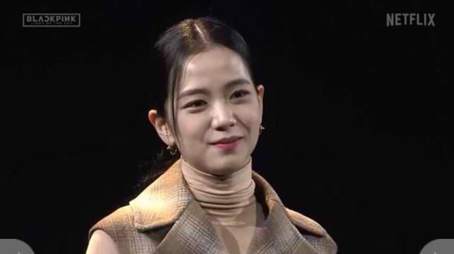 Jisoo (BLACKPINK) vốn giấu nhược điểm rất khéo mà lần này lại chọn trang phục sai quá sai ảnh 5