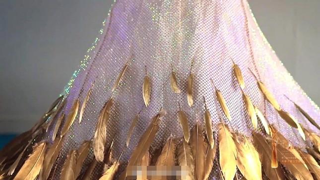 Chưa cần biết ai diện, váy của Nữ thần Kim Ưng năm 2020 đã bị trừ điểm vì một thứ ảnh 4