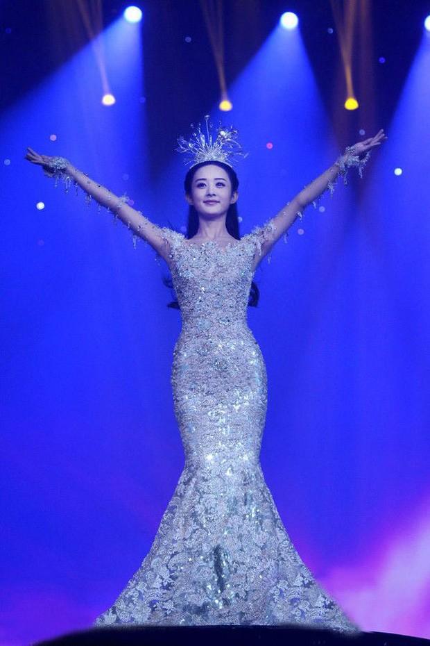Chưa cần biết ai diện, váy của Nữ thần Kim Ưng năm 2020 đã bị trừ điểm vì một thứ ảnh 6