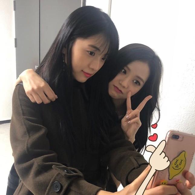 Netizen phẫn nộ khi biết Jisoo (BLACKPINK) khi còn bé đã bị họ hàng đối xử như thế này ảnh 1