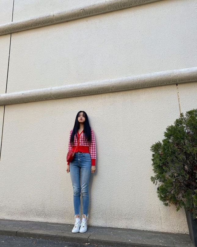 Chân dài như Jang Won Young cũng khổ: Đi tìm ứng dụng giúp thu ngắn chân khi chụp ảnh ảnh 1