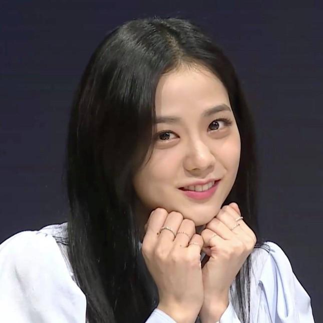 Một bọng mắt lớn hai số phận: Yoona được khen còn Jisoo (BLACKPINK) lại bị bảo kém sắc ảnh 5
