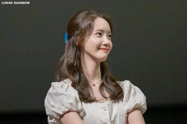 Một bọng mắt lớn hai số phận: Yoona được khen còn Jisoo (BLACKPINK) lại bị bảo kém sắc ảnh 4