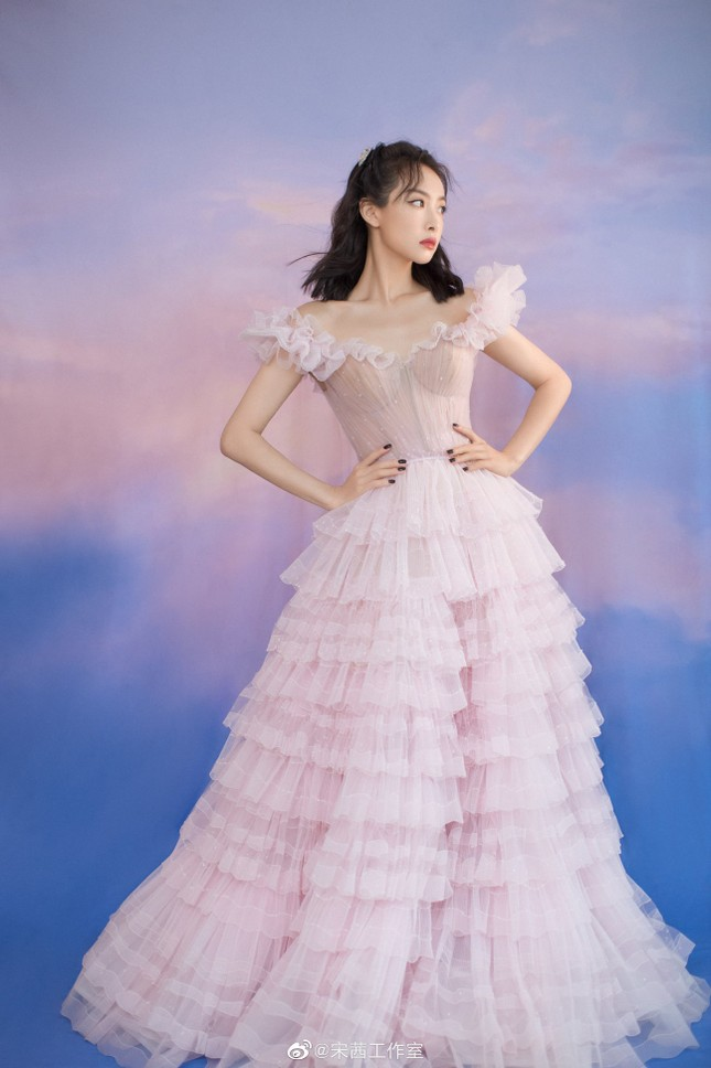 Ngất ngây với dàn mỹ nhân C-Biz ở giải Kim Ưng: Ai cũng lộng lẫy như công chúa ảnh 5