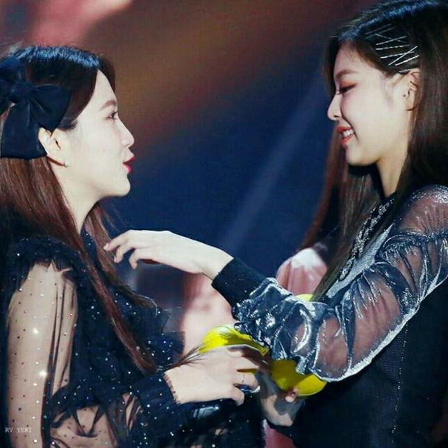 """Yeri có oan ức khi bị cho là """"chuyên gia sao chép"""": Từ Taeyeon, IU và giờ là Jennie? ảnh 5"""