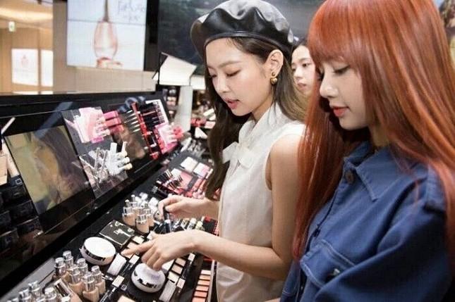 Đã tìm ra nguyên do khiến không thành viên nào của BLACKPINK muốn đi mua sắm cùng Jennie ảnh 4
