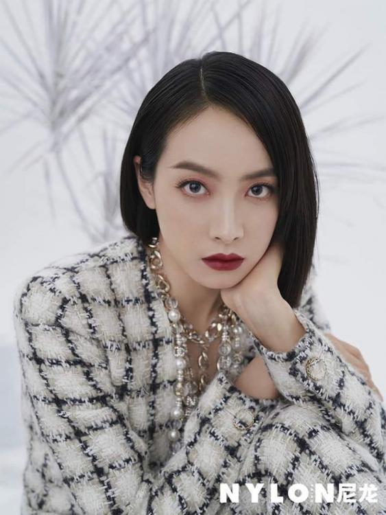 """""""Nữ thần Kim Ưng 2020"""" Tống Thiến đụng hàng Chanel với Jennie: Bất phân thắng bại! ảnh 3"""