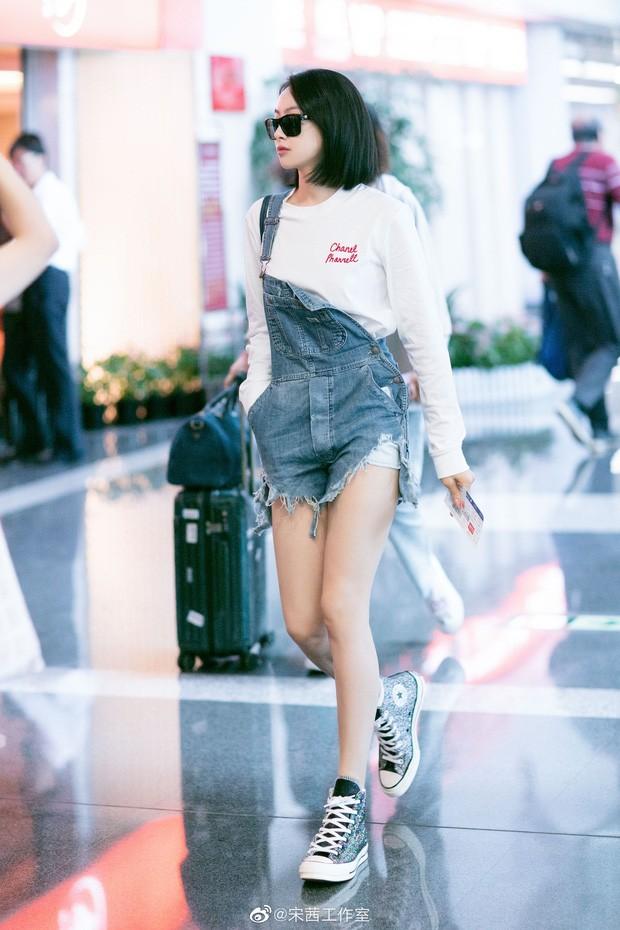 """""""Nữ thần Kim Ưng 2020"""" Tống Thiến đụng hàng Chanel với Jennie: Bất phân thắng bại! ảnh 11"""