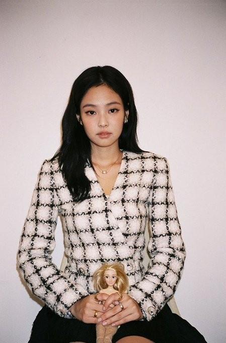 """""""Nữ thần Kim Ưng 2020"""" Tống Thiến đụng hàng Chanel với Jennie: Bất phân thắng bại! ảnh 2"""