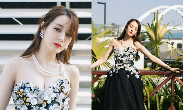 """Nhìn mỹ nhân """"Diên Hy Công Lược"""" nhặt hoa tai cực ngầu mà netizen lại nhớ Địch Lệ Nhiệt Ba ảnh 4"""