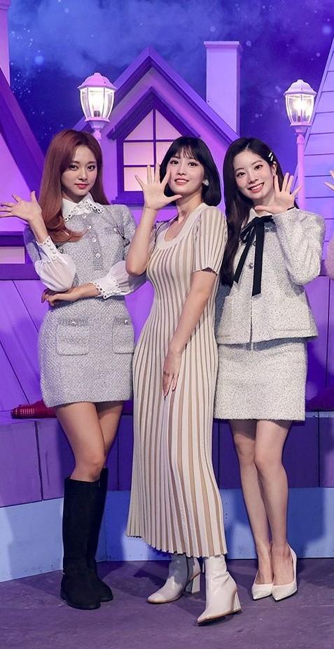 """Nhờ màn đụng hàng của Momo và Kim Min Joo mới thấy mẫu váy này """"thần thánh"""" cỡ nào ảnh 4"""