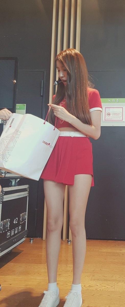 G-Friend đúng là nhóm nữ dáng đẹp nhất K-Pop: Hết đôi chân dài nhất đến tỷ lệ cơ thể vàng ảnh 3