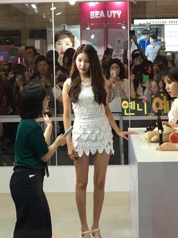 G-Friend đúng là nhóm nữ dáng đẹp nhất K-Pop: Hết đôi chân dài nhất đến tỷ lệ cơ thể vàng ảnh 4