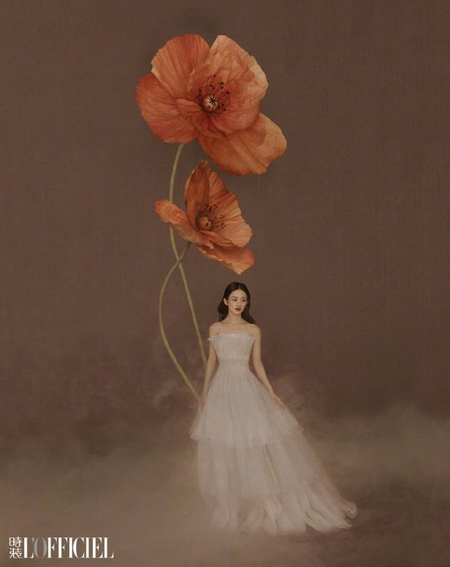 Triệu Lệ Dĩnh khiến fan lo lắng vì giảm cân quá đà, lộ vẻ tiều tụy dù diện đồ Dior ảnh 8