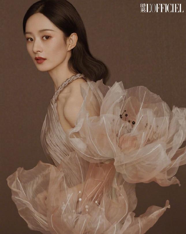 Triệu Lệ Dĩnh khiến fan lo lắng vì giảm cân quá đà, lộ vẻ tiều tụy dù diện đồ Dior ảnh 4