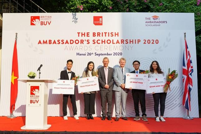 Đại học Anh Quốc Việt Nam nâng giá trị quỹ học bổng và hỗ trợ tài chính lên 53 tỷ đồng ảnh 2