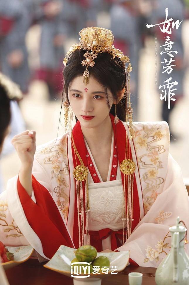 """Chỉ có thể là """"mỹ nữ 4000 năm"""" Cúc Tịnh Y: Đóng cảnh chịu tang mà ngỡ sắp dự tiệc! ảnh 1"""
