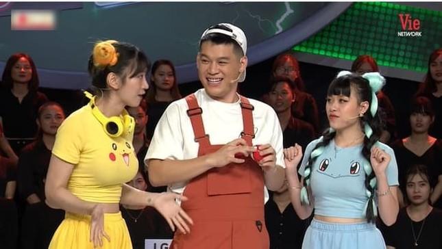 Netizen cạn lời khi nghe TikToker Lê Bống thanh minh về bộ đồ khiến khán giả phải đỏ mặt ảnh 2
