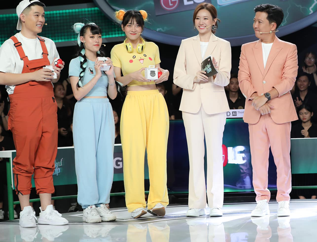 Netizen cạn lời khi nghe TikToker Lê Bống thanh minh về bộ đồ khiến khán giả phải đỏ mặt ảnh 1