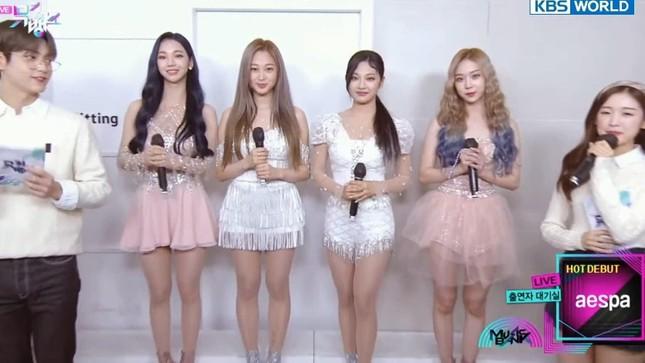 Bỏ lại sau lưng những lùm xùm, aespa có sân khấu debut xuất sắc khiến netizen thán phục ảnh 2
