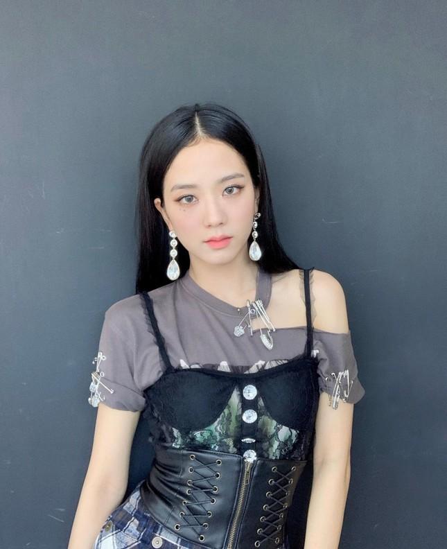 """Nhìn Nancy mặc corset sai quá sai mà netizen nhắn nhủ """"Sao không học hỏi BLACKPINK?"""" ảnh 4"""