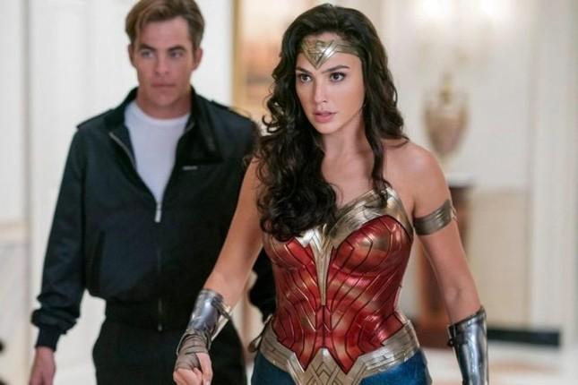 Khi Wonder Woman đối đầu Chị Mười Ba: Nữ nhân nào chiến thắng trong mùa phim Giáng sinh? ảnh 2