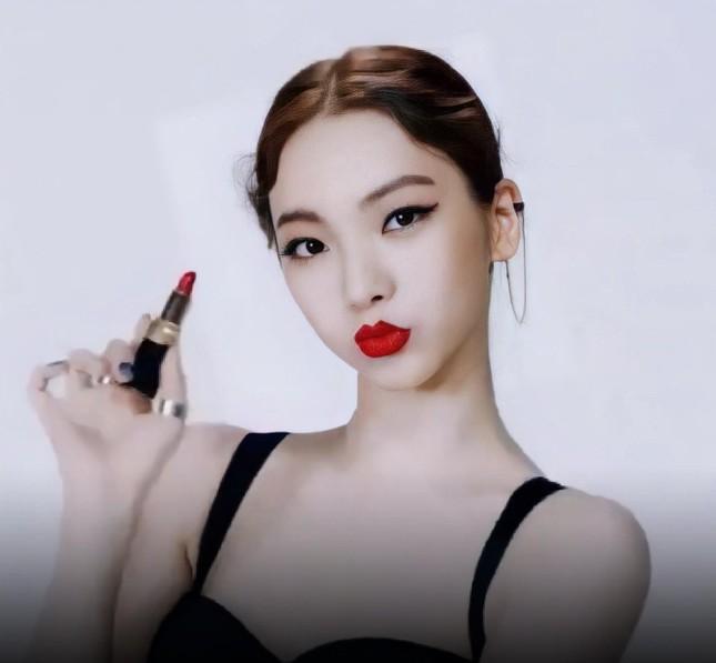 """Thêm lý do khiến netizen Hàn công nhận Karina (aespa) là """"Nữ thần sắc đẹp"""" mới của K-Pop ảnh 4"""