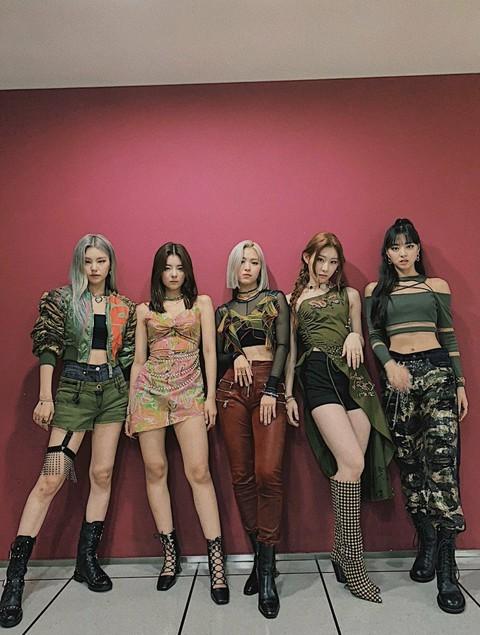 Mang tiếng idol công ty lớn mà ITZY còn ít quần áo hơn cả người thường là sao? ảnh 3