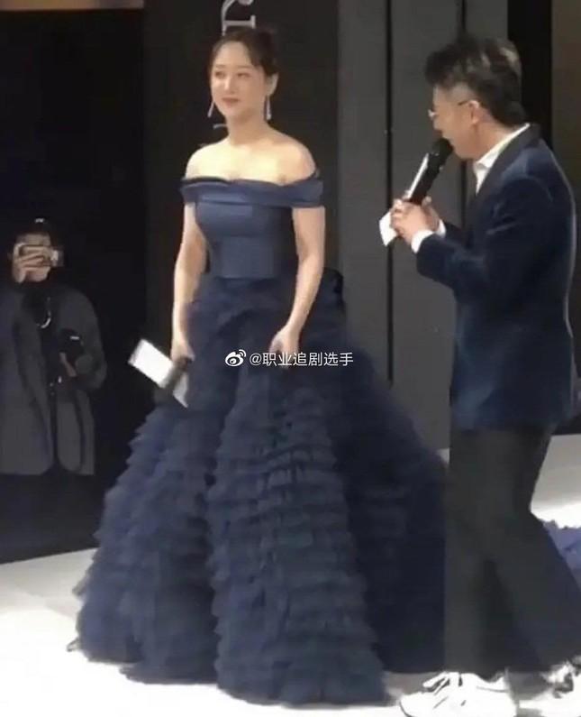 """Chưa rút kinh nghiệm sau váy Công Trí, Dương Tử lại tự """"dìm hàng"""" do chọn sai trang phục ảnh 4"""