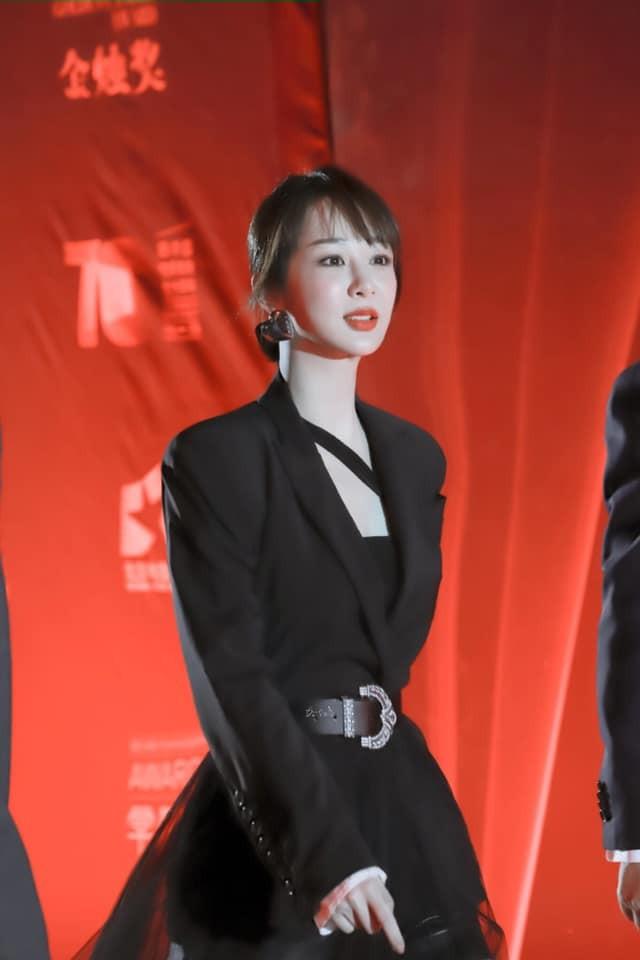 """Chưa rút kinh nghiệm sau váy Công Trí, Dương Tử lại tự """"dìm hàng"""" do chọn sai trang phục ảnh 9"""
