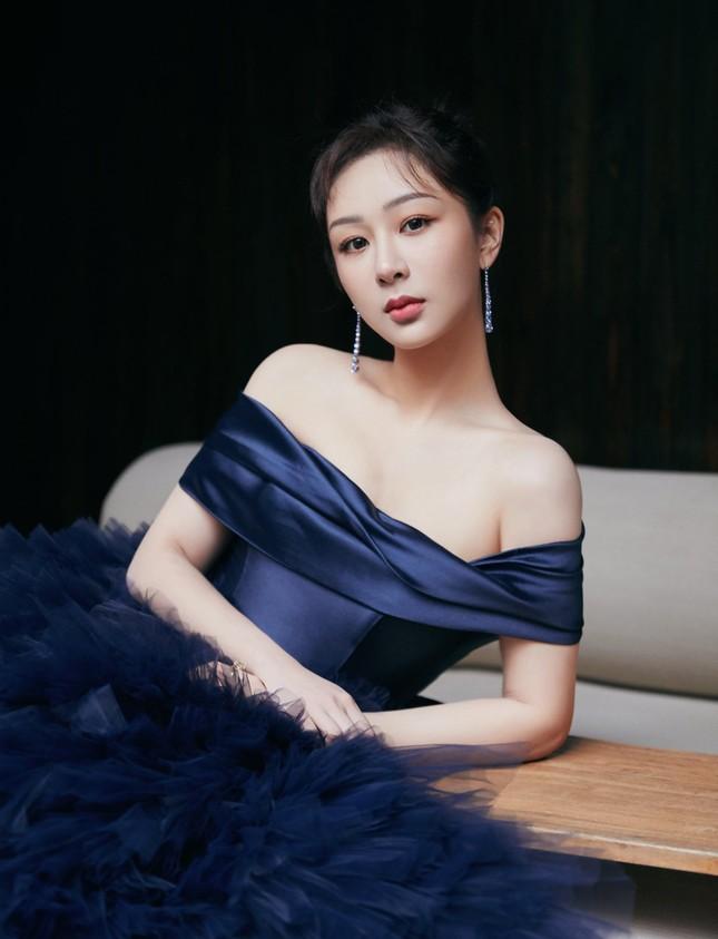 """Chưa rút kinh nghiệm sau váy Công Trí, Dương Tử lại tự """"dìm hàng"""" do chọn sai trang phục ảnh 2"""
