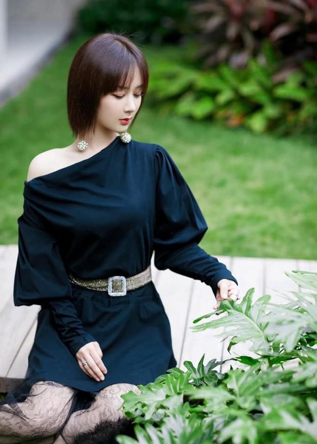 Sau khi bị chê vì mặc váy hở vai, Dương Tử đã ngại ngần đến mức phải làm việc này ảnh 4