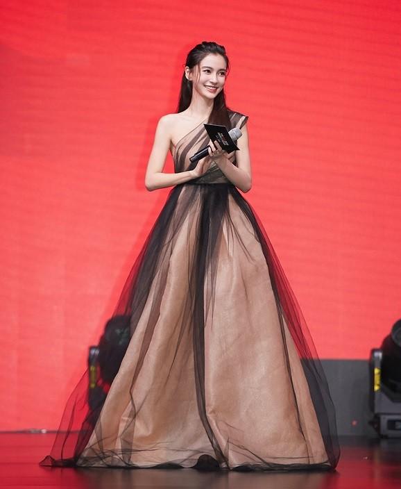 Bộ váy kỳ diệu của showbiz: Mỹ nhân nào diện cũng khiến netizen thán phục vì quá đẹp ảnh 5