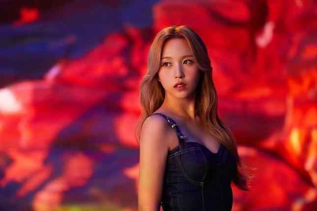 Mina (TWICE) khiến fan sửng sốt với khả năng biến hình: Công chúa hay ác nữ đều cân được ảnh 5
