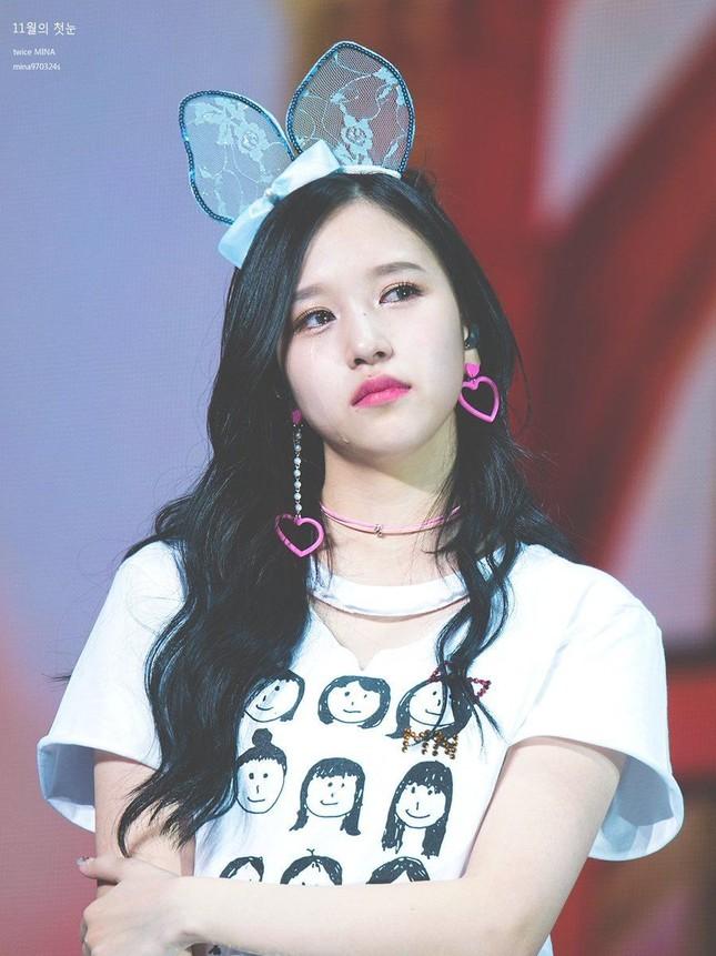 Mina (TWICE) khiến fan sửng sốt với khả năng biến hình: Công chúa hay ác nữ đều cân được ảnh 1
