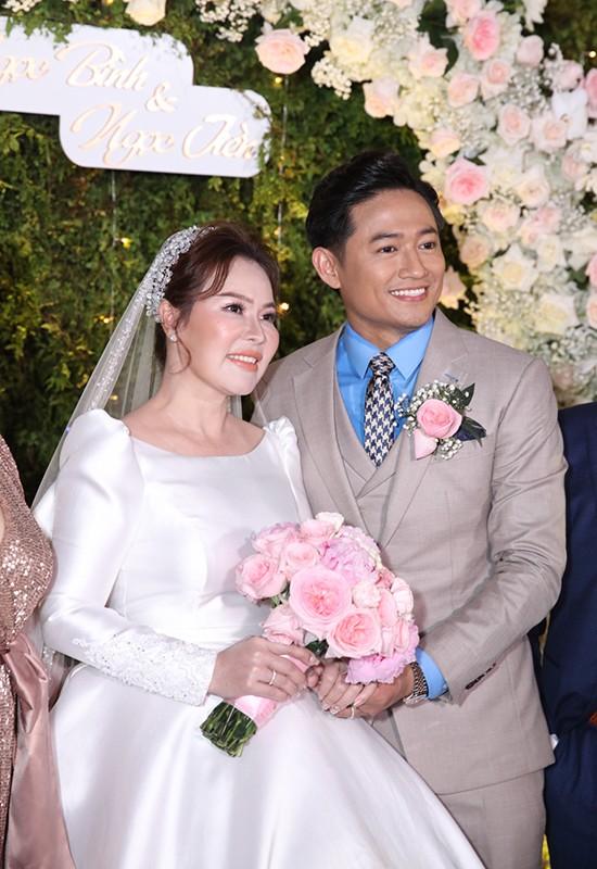 Làm điều này trong đám cưới tình cũ Quý Bình, Lê Phương khiến netizen sửng sốt ảnh 1
